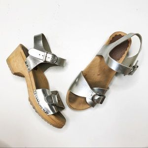 Hanna Andersson Girls Silver Wood Clog Sandals